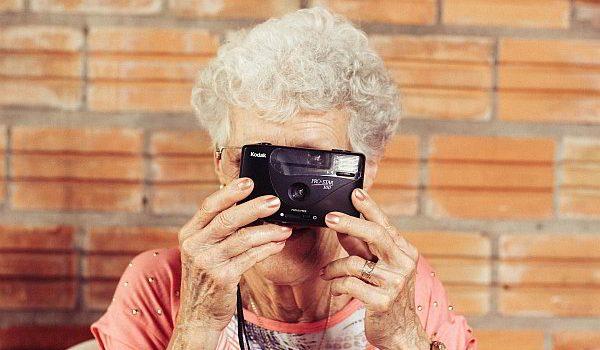 grandmother-923871_1920